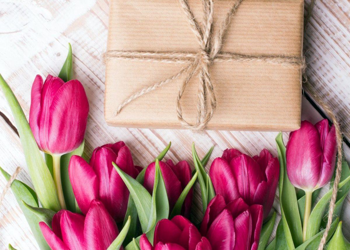 paquet cadeau kraft tulipes