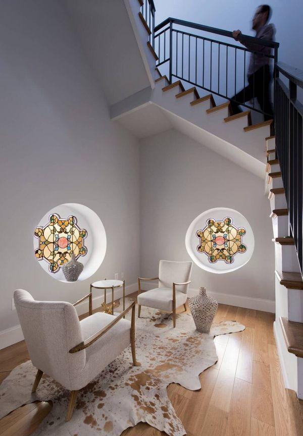 escalier interieur fauteuil tapis eglise transforme maison cosy
