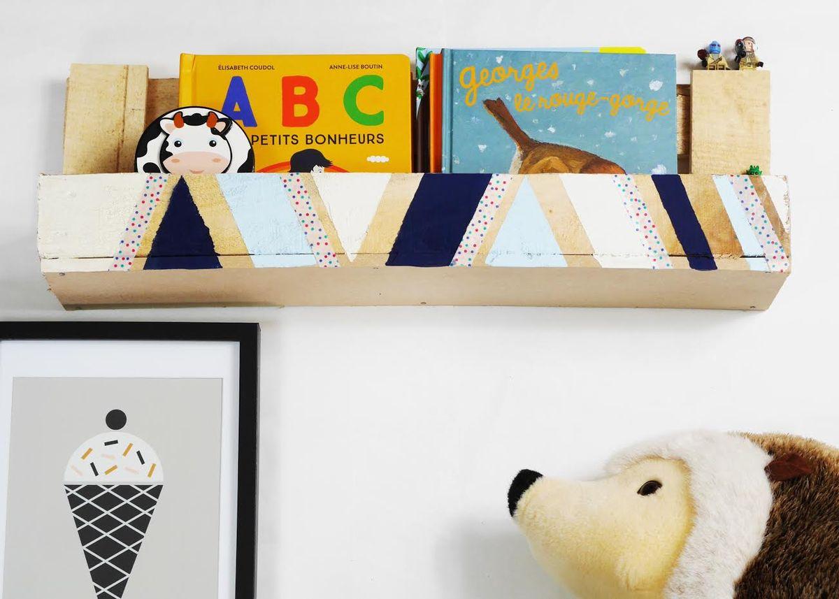 fabriquer avec des palettes tag re pour enfant clemaroundthecorner. Black Bedroom Furniture Sets. Home Design Ideas