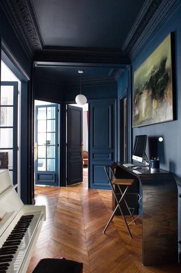 mur bleu indigo association parquet bois