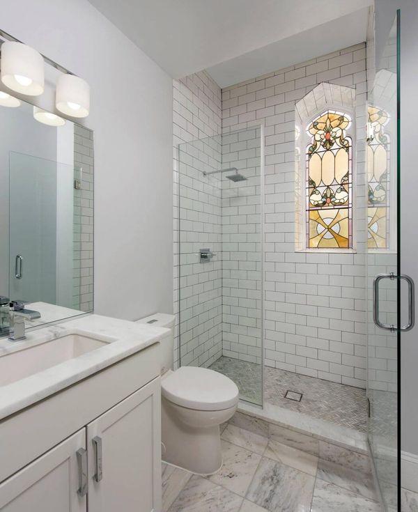 salle de bain baignoire eglise transformee en maison