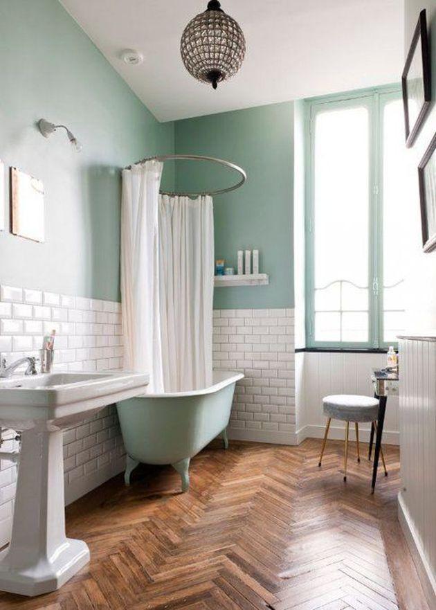 salle de bain blanche et vert pâle style retro vintage baignoire mint ilot vasque sur pied art déco années 30