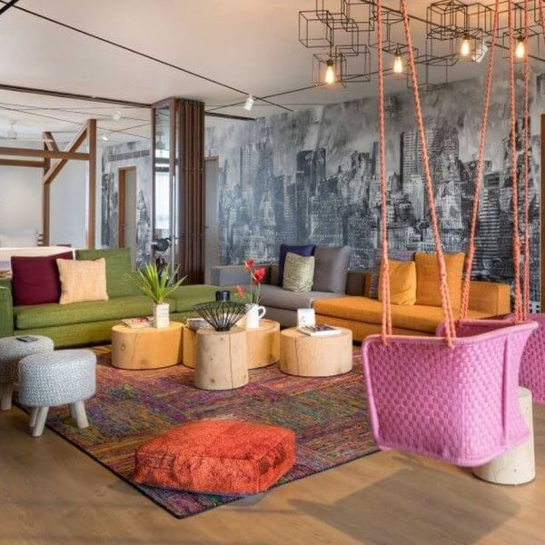salon multicolore appartement loft melange de style