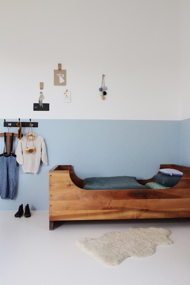 chambre kinfolk deco bleu blanc bois vintage