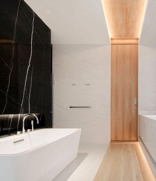 salle de bain maison en marbre