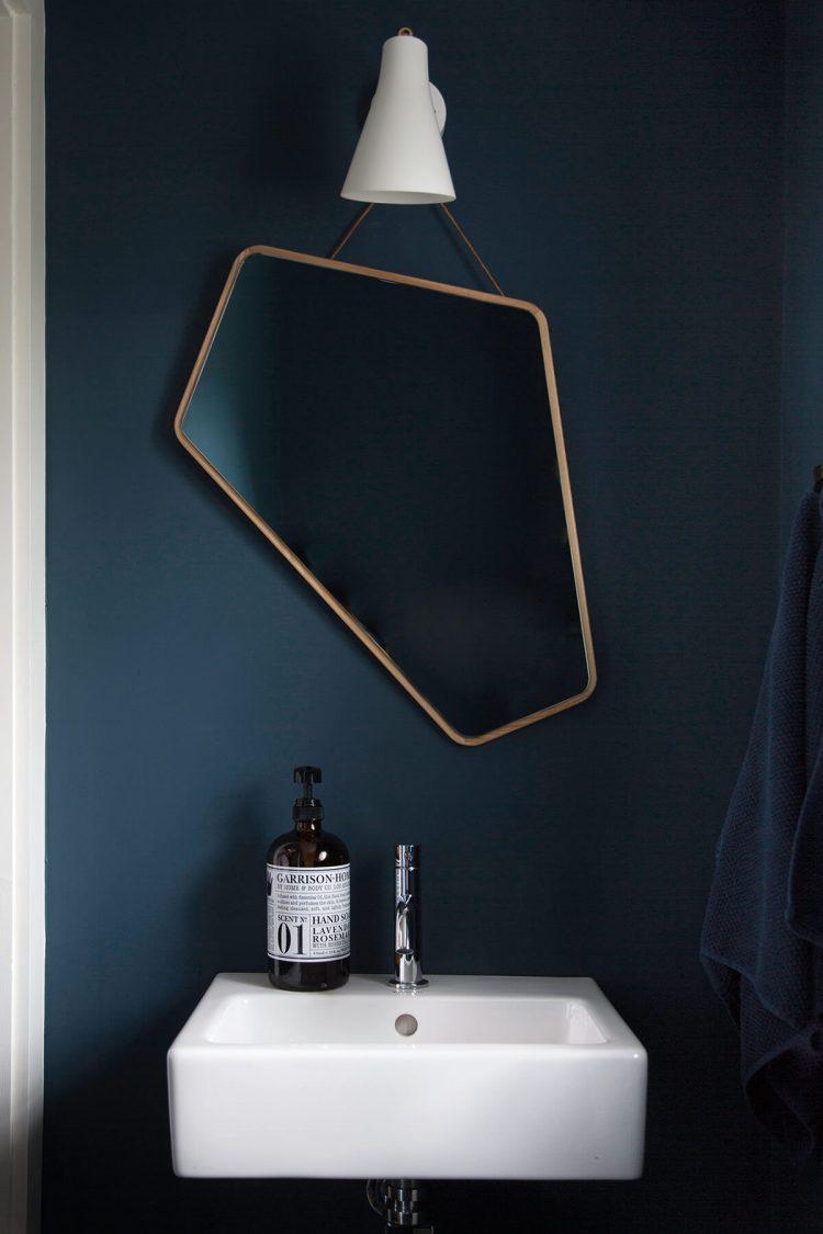 ego miroir design by us decoration salle de bain bleu foncée marine