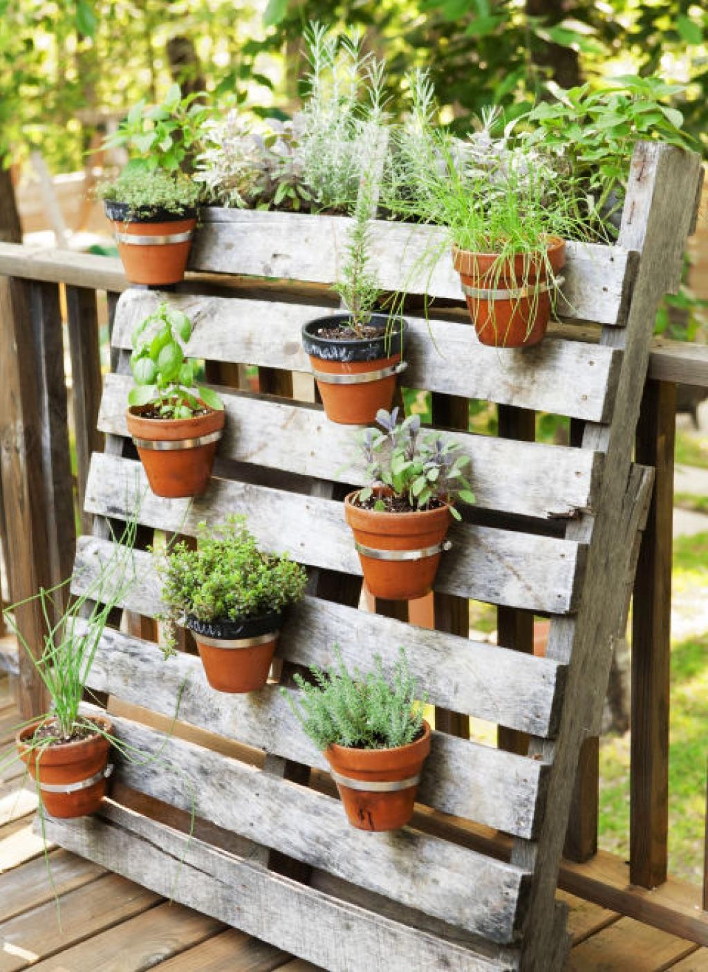 deco avec palette jardiniere en palette balcon