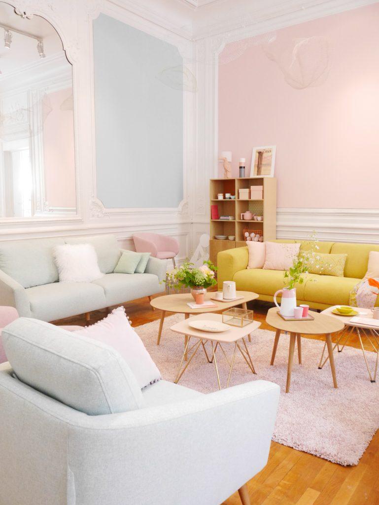 mobilier salon pastel rose bleu jaune