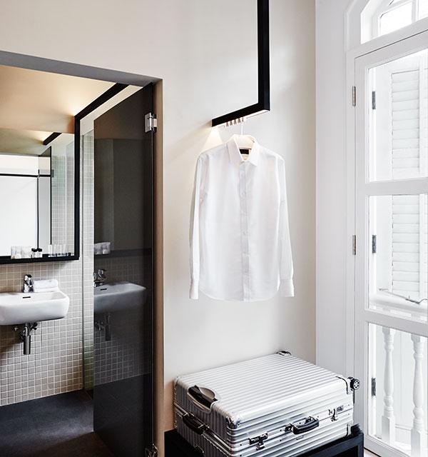 black abd white hotel design singapour