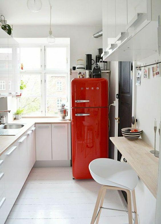 cuisine blanche et rouge frigo smeg