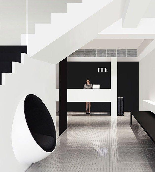 visite deco hotel black and white Mono Singapour