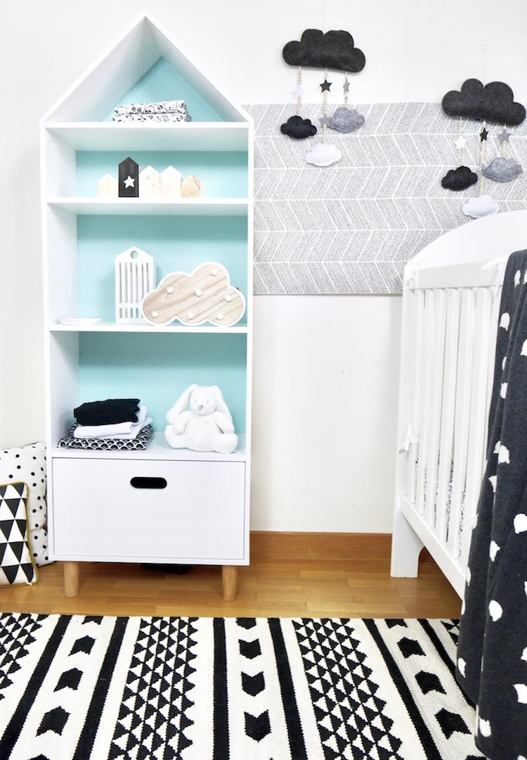 déco chambre bébé en noire et blanche armoire maison