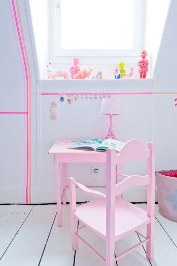 déco fluo tendance bureau fille chambre blanche rose pastel