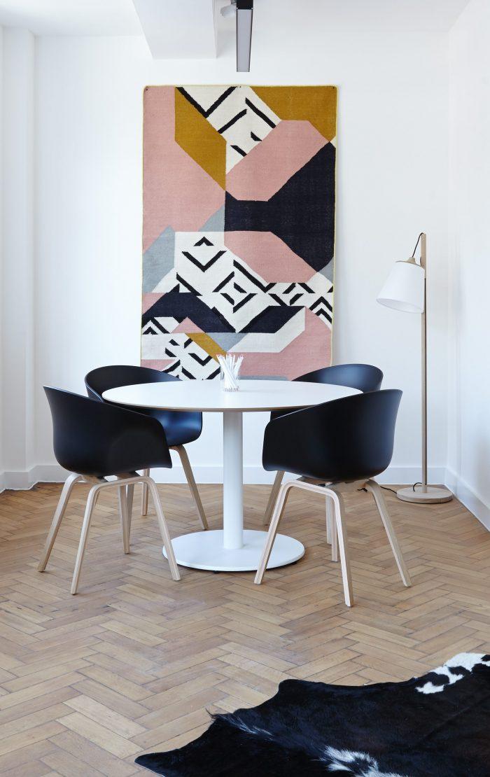 salon chaise hay noir plastique fauteuil la delicate parentese