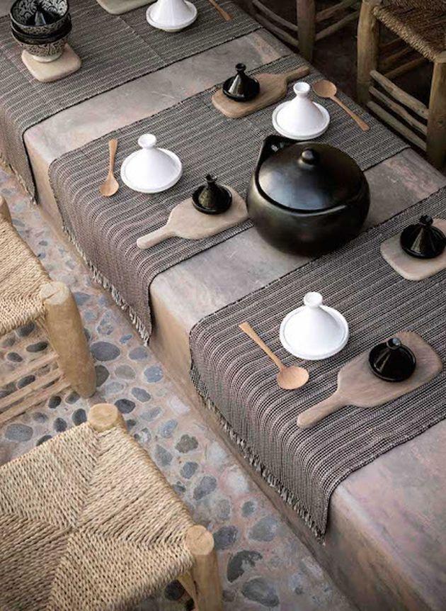 Maison marocaine le charme l 39 oriental clem around for Table exterieur orientale