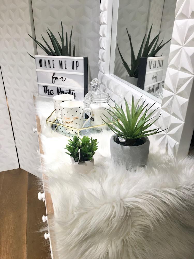 chambre cosy maison du monde fausse fourrure deco blanche