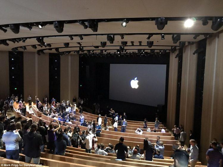 apple park steve jobs theater intérieur auditorium