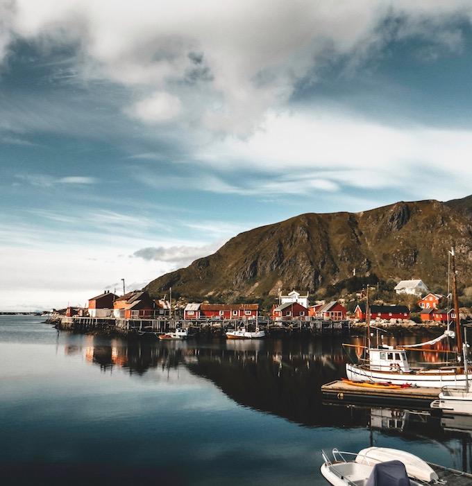 paysage Suède village maison rouge comment vivre lagom