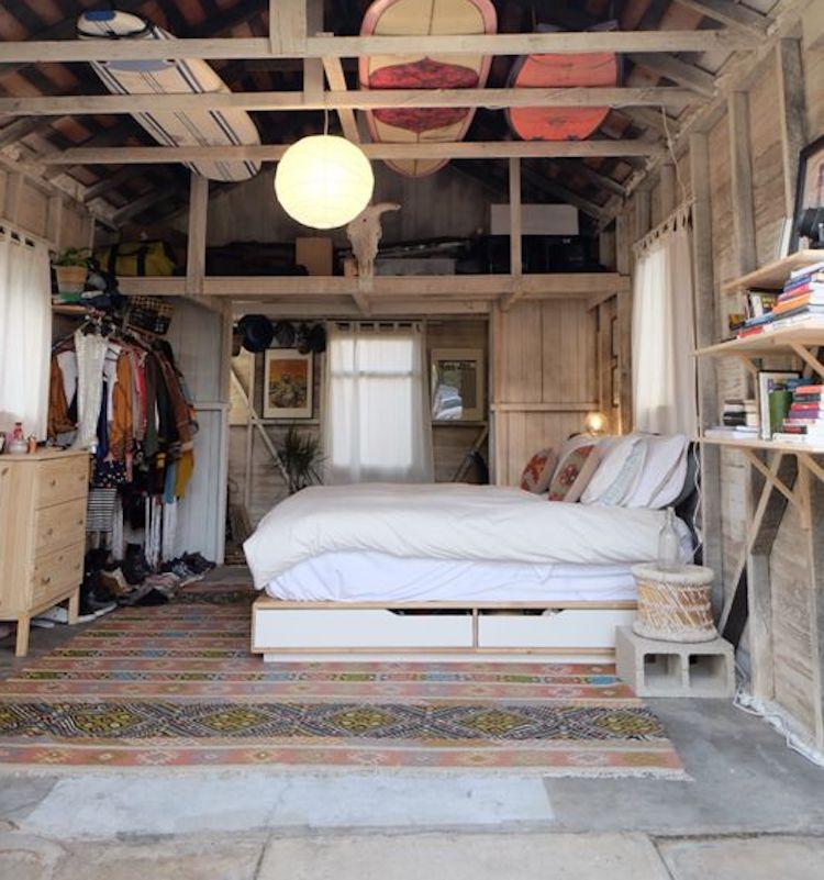 porte amenagement garage en chambre cosy et boheme romantique