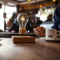 idee cadeaux homme noel flyte lampe en levitation edison royal flyte