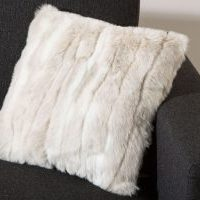Coussin fausse fourrure loup blanc SWEET HOME