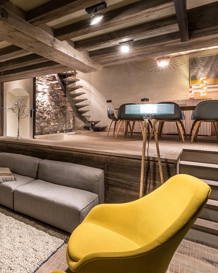 chalet design meribel chaise hay jaune montagne deco moderne