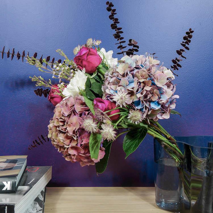 bouquet fleurs violet bloom and wild vase iittala