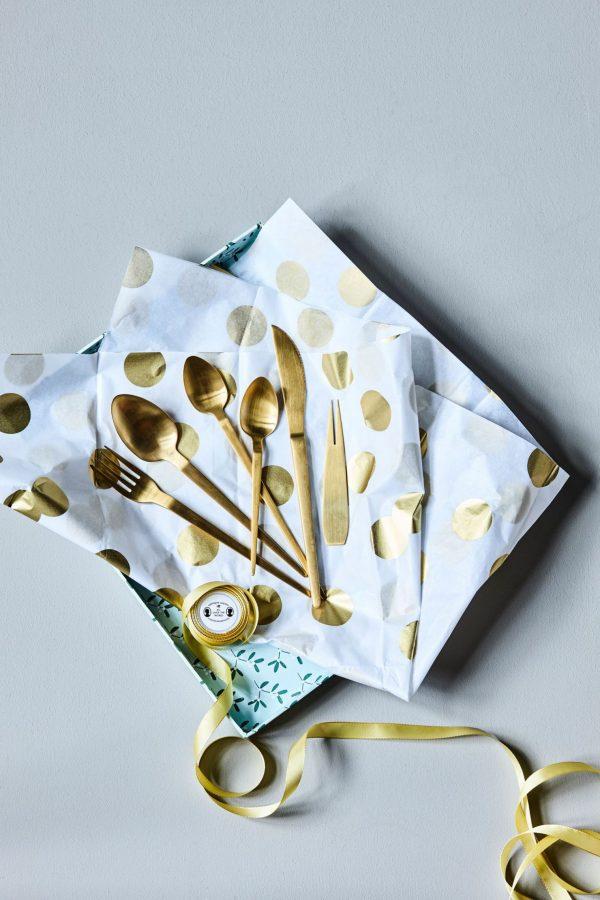 couverts dorés laiton table noel deco cuillere masking tape