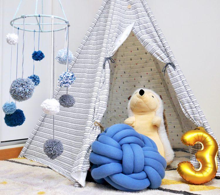 mobile diy pompon chambre enfant idée cadeau de naissance fait main