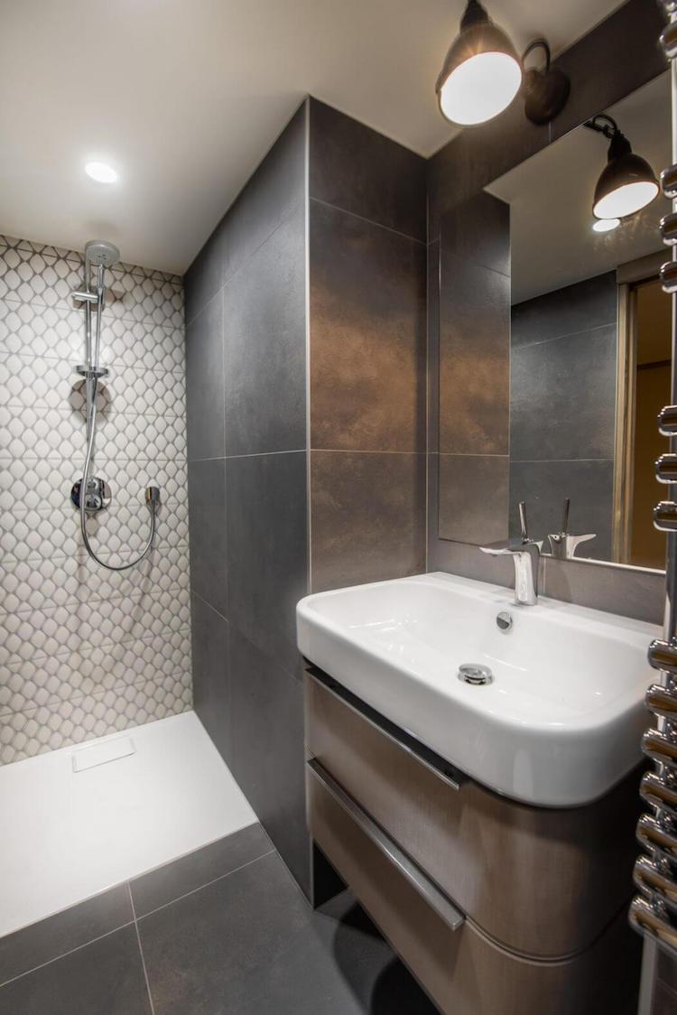 visite deco chalet design au pied des pistes salle bain montagne indus
