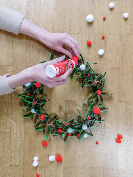 comment créer une couronne de Noël en papier houx et eucalyptus DIY