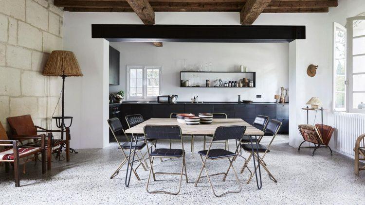 visite deco maison provençale ancienne ferme salle a manger noir blanc