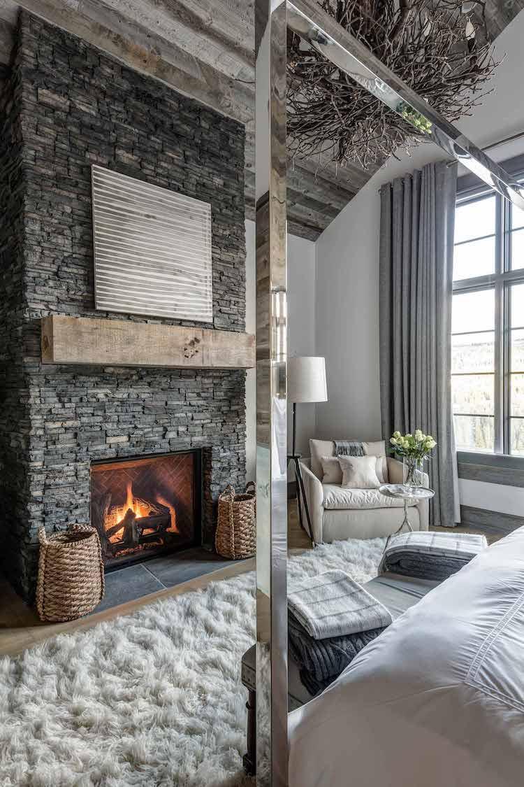 visite deco chalet decoration montagne cheminee pierre dans chambre