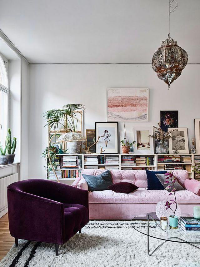 pantone 2018 ultra violet fauteuil velours salon blanc rose
