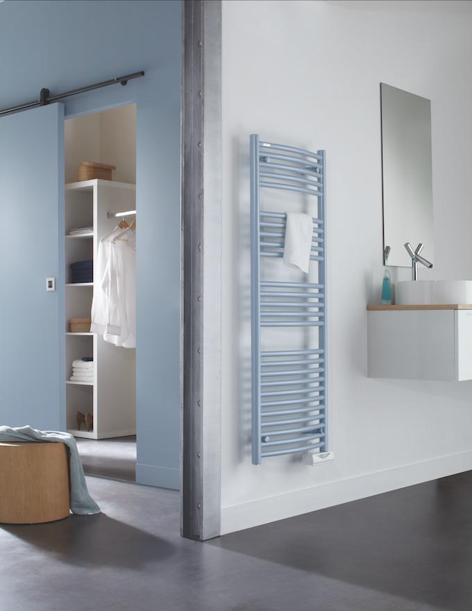 myacova3d porte serviette radiateur bleu salle de bain moderne