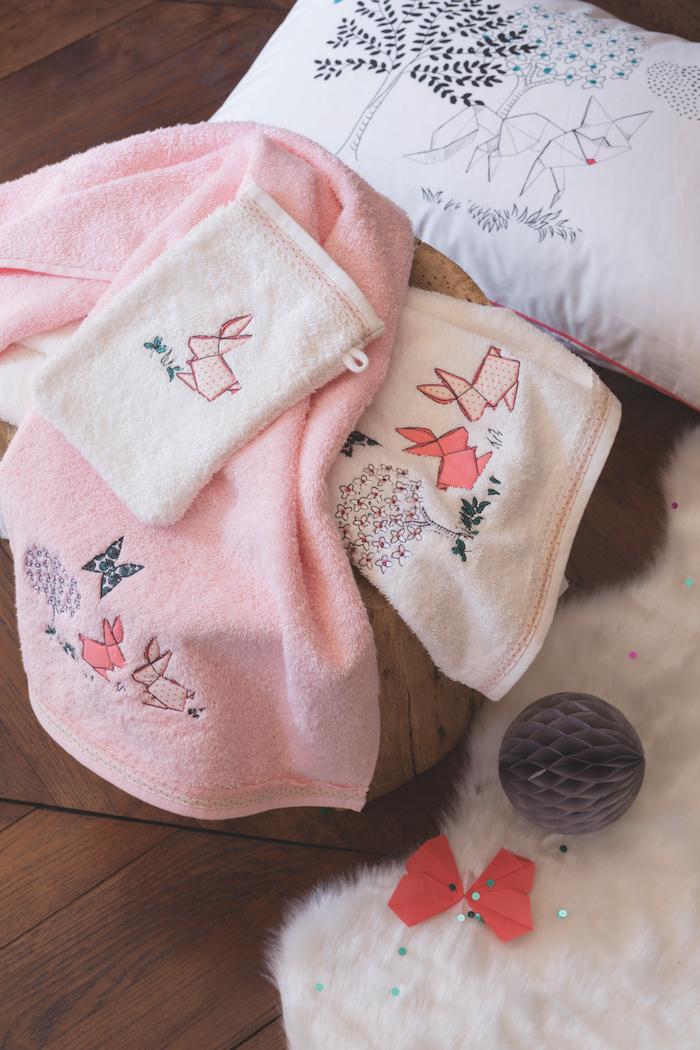 gants dessiner sur son lit