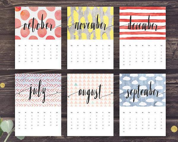calendrier 2018 original plusieurs mois dessins design bois dessin imprimer bandes rouges nuages bleu couleurs pastels