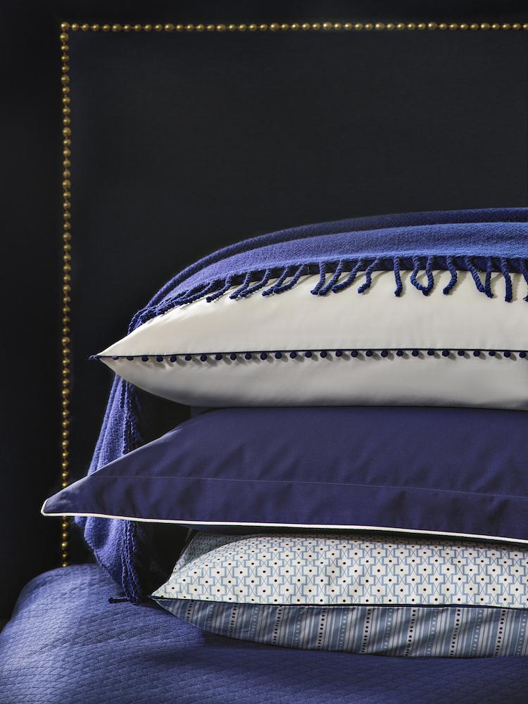 histoire maison descamps primrose bordier bleu electrique coussin ponpon