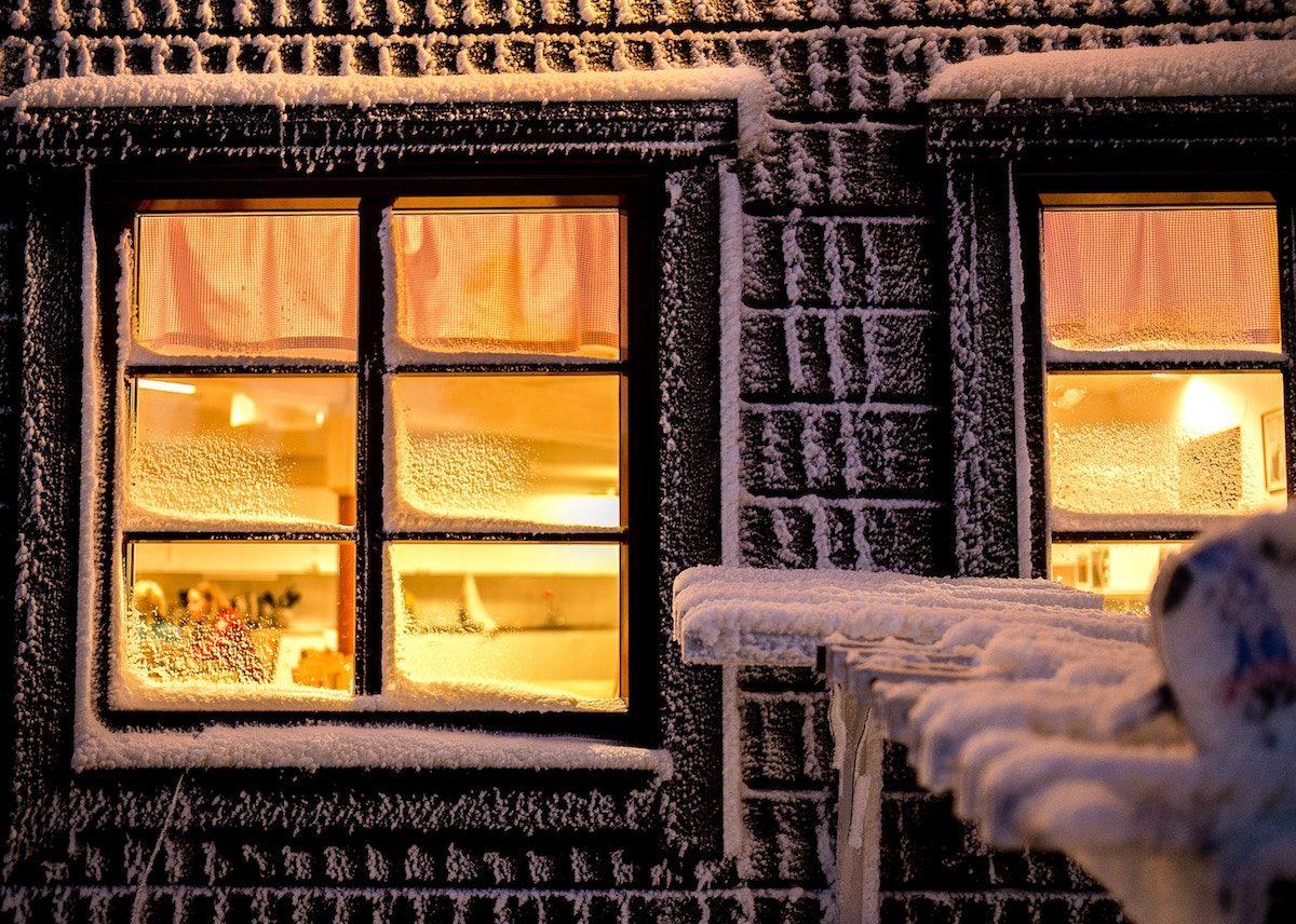 thermometre mural exterieur interieur design fenetre neige hiver