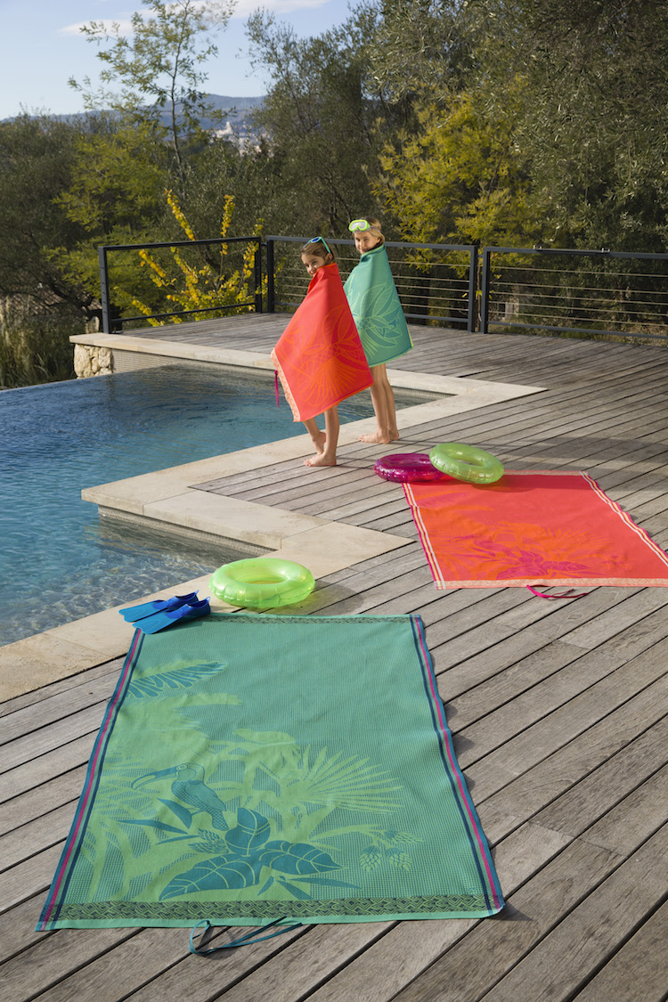 drap de plage made in france en nid d'abeille piscine débordement toscane