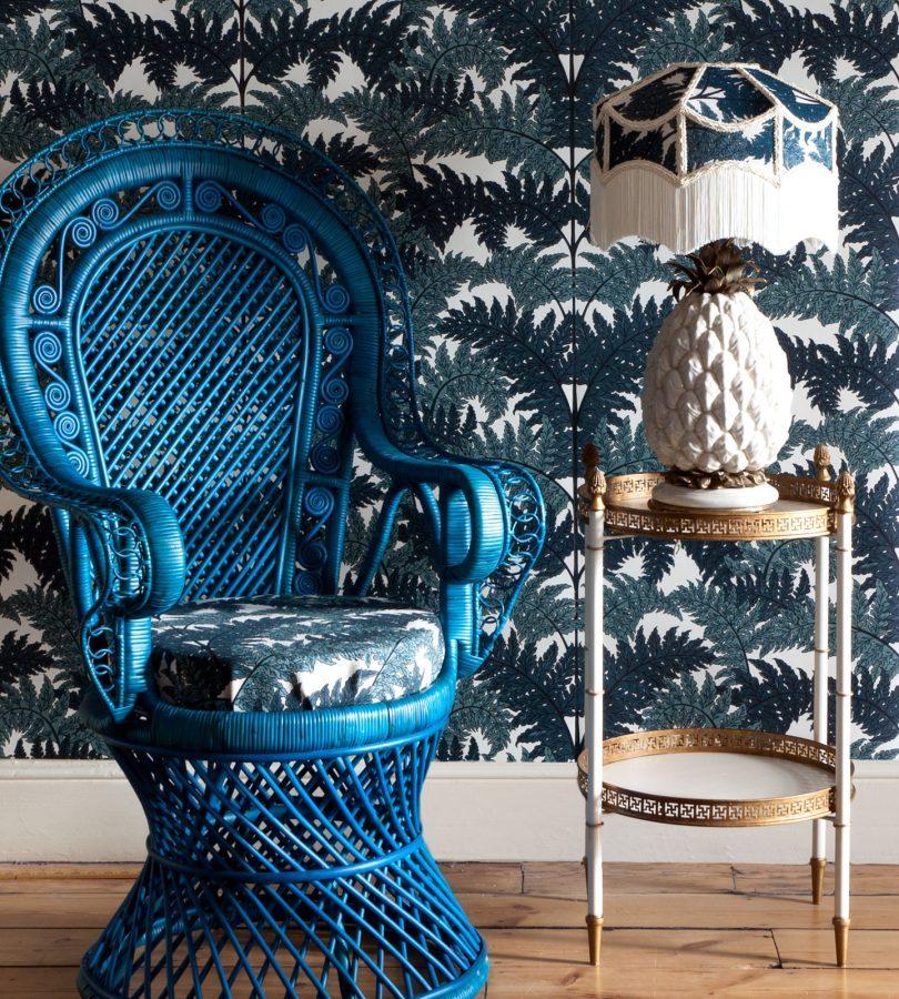fauteuil emmanuelle rotin trone osier papier peint jungle bleu