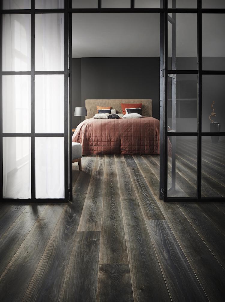 comment choisir son parquet sombre chambre style industriel verriere