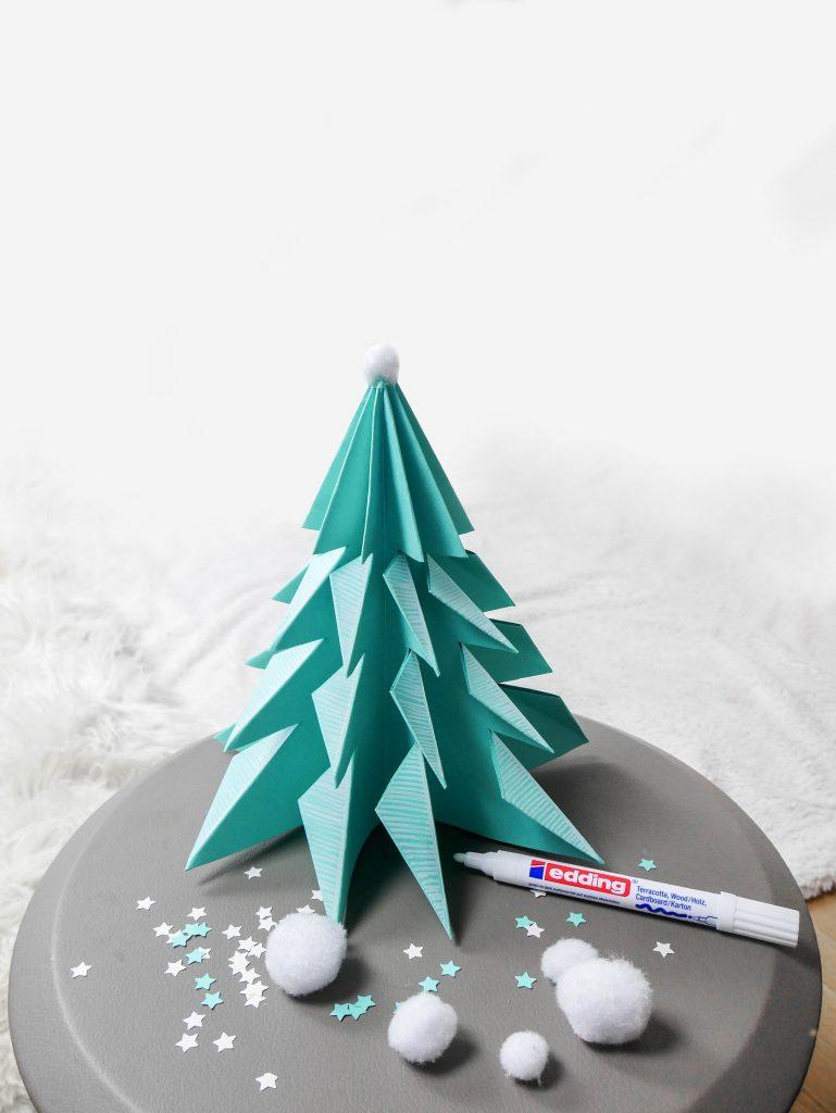 fabriquer sapin de Noël en papier pliage facile pour enfant décoration hygge slow life ecologique - blog déco - clem around the corner