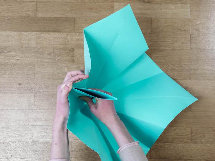 bricolage de noel 6 papier bleu turquoise ciseaux et feutres edding