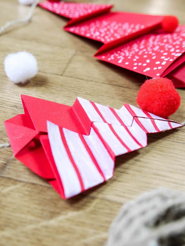 fabriquer décor 25 décmebre en papier sapin rouge pliage - blog déco - clem around the corner