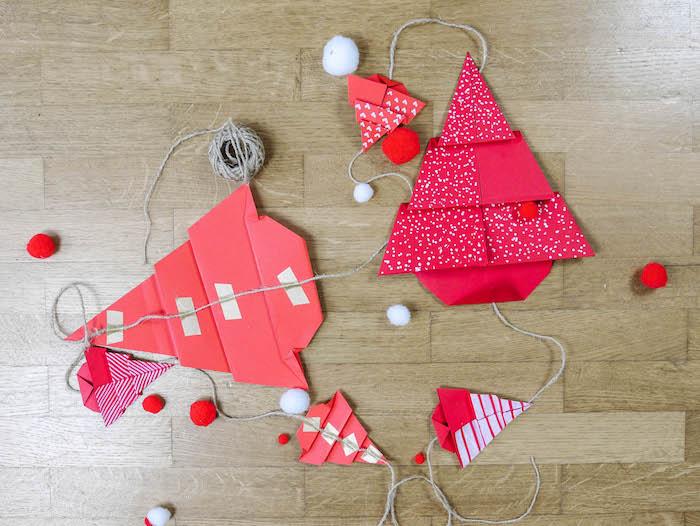 bricolage de noel 17 papier rouge corde pompons et feutres