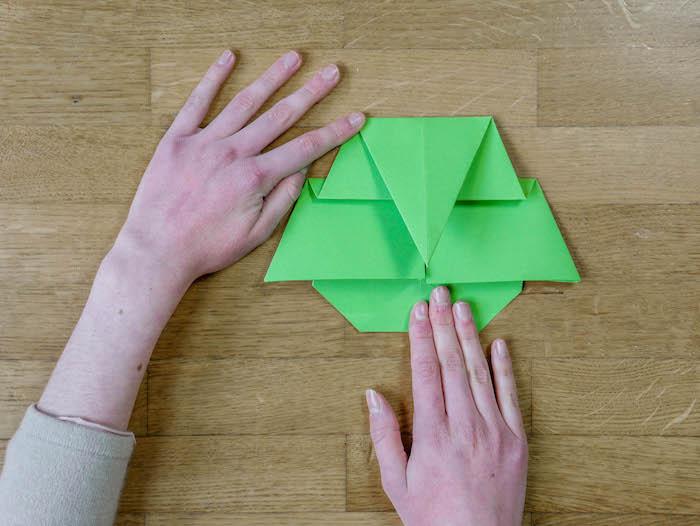 bricolage de noel 12 papier vert corde pompons et feutres