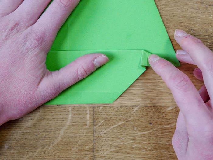 bricolage de noel 9 papier vert corde pompons et feutres