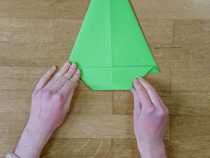 bricolage de noel 8 papier vert corde pompons et feutres