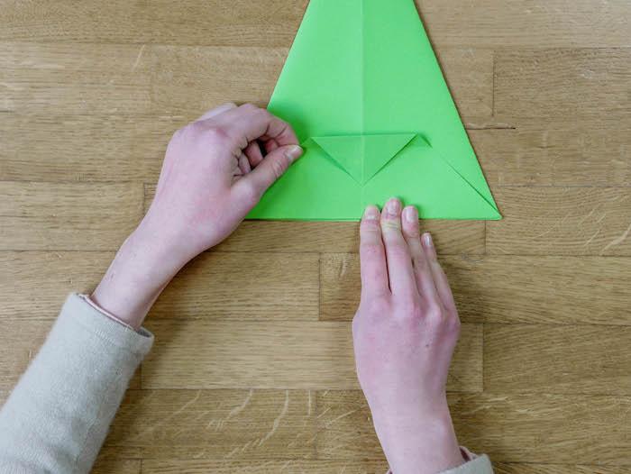 bricolage de noel 7 papier vert corde pompons et feutres
